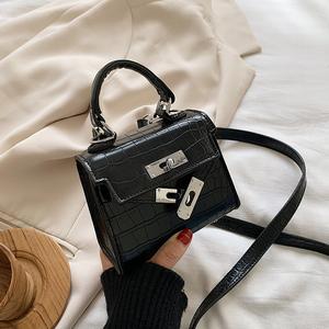 上新小包包2020新款潮网红斜挎包女百搭ins夏流行韩版复古小方包
