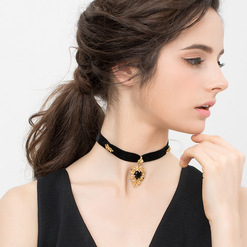 Necklace female ins simple female fashion net red student Japanese and Korean Short personalized velvet neck with clavicle chain retro neck chain