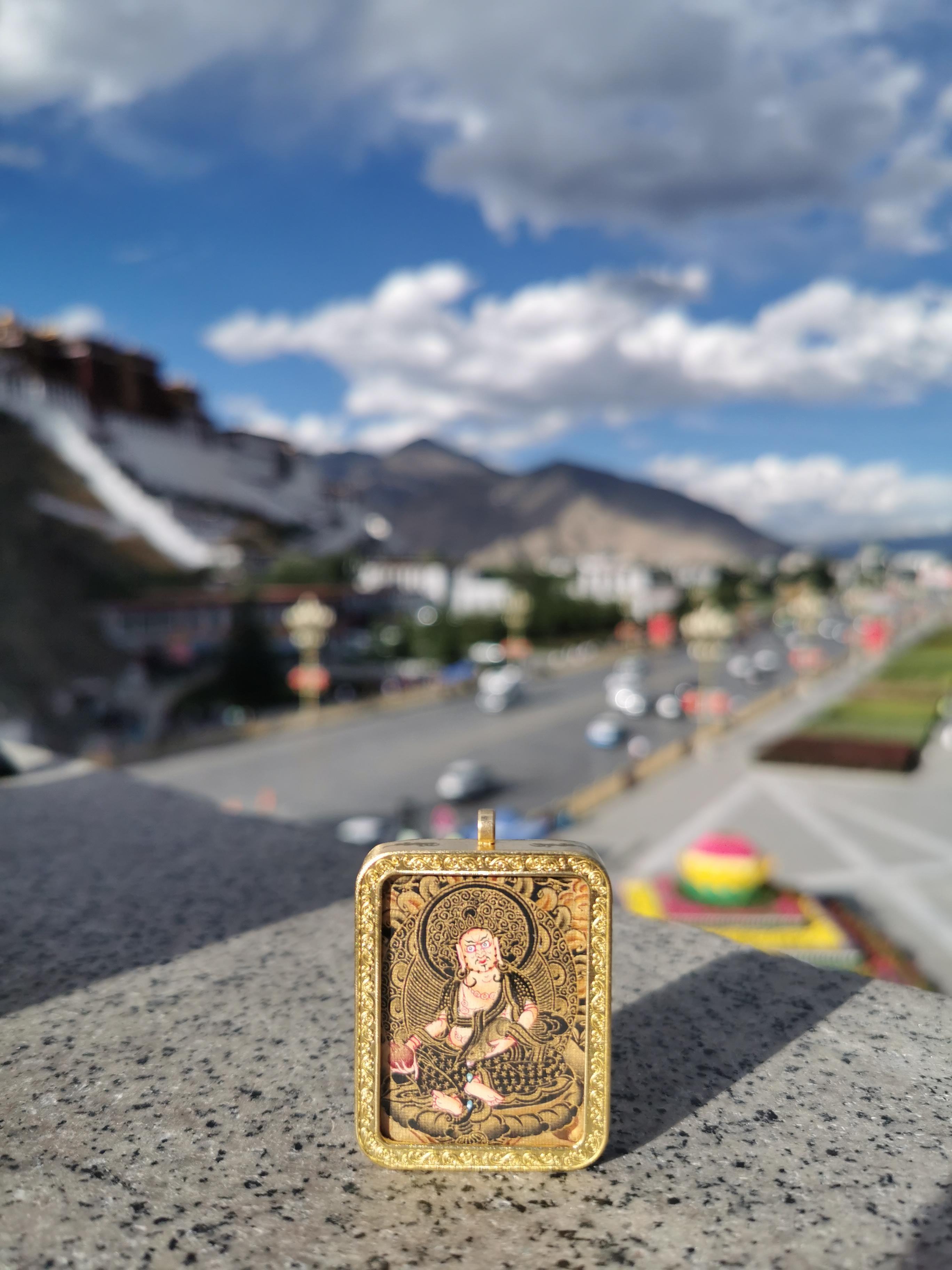 尼泊尔小唐卡黄财神 矿物颜料加金粉手工绘画 纯铜嘎乌盒 小扎卡