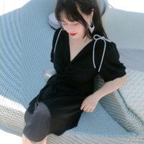 大码女装胖mm连衣裙洋气显瘦遮肚2020夏宽松V领性感韩版黑白气质