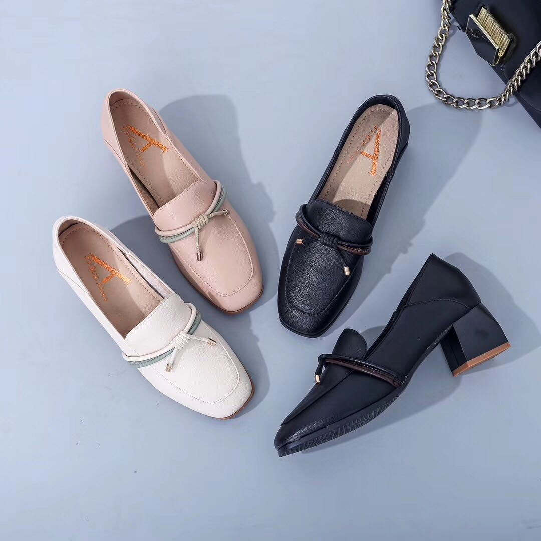 In the autumn and summer of 2019, new thick heels, high heels and soft soles are comfortable. One foot pedals and two sets of feet wear Korean womens small single shoes