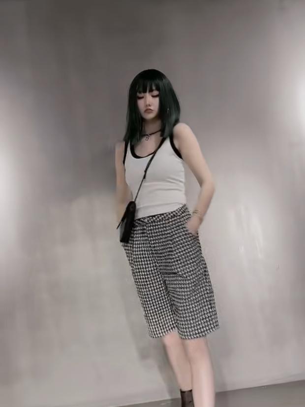 Europe station womens clothing Europe, Korea and Thailand 2021 spring new 3.24 fashion fashion brand versatile striped casual shorts