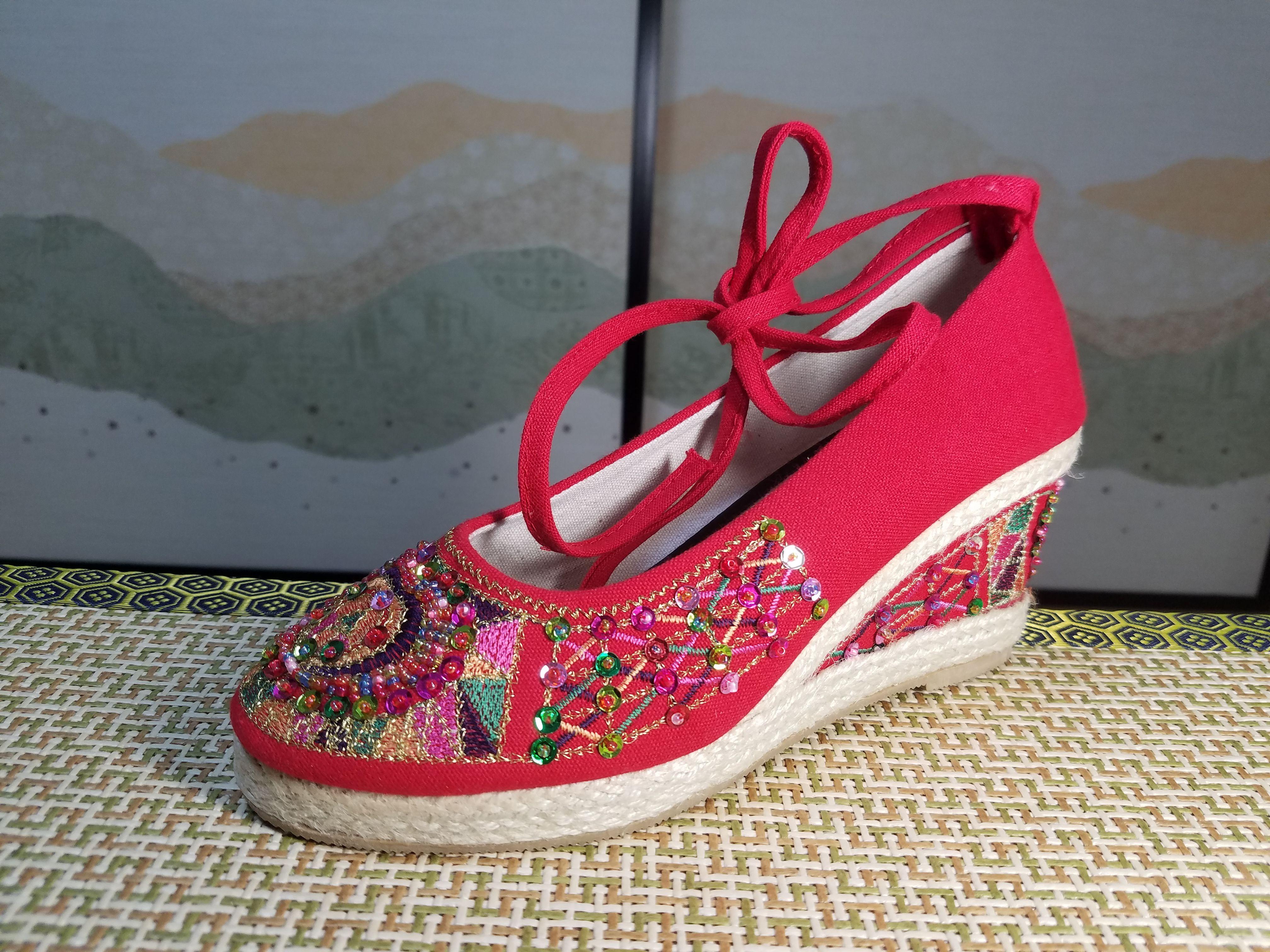 古典优雅夏秋老北京布鞋女古装绣花鞋民族风手工串珠中老年妈妈鞋