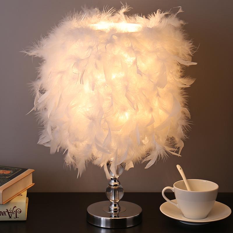 羽毛臺燈臥室ins少女床頭燈創意簡約現代小夜燈結婚房溫馨裝飾燈