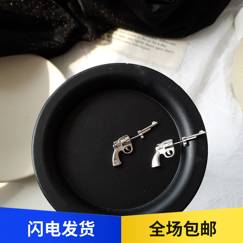 Creative three-dimensional Gothic pistol earrings with cool earrings for men and women hip hop Earrings