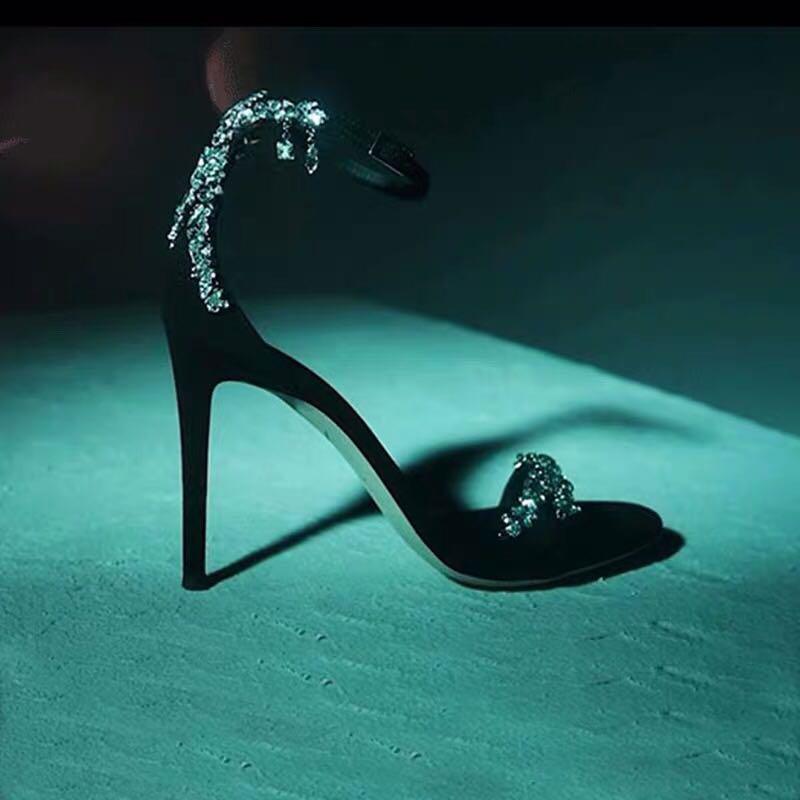 2020 new high-heeled shoes, black sandals, open toe water diamond, one line buckle, satin, fine heel, net red, super hot woman