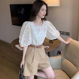 港风套装女2020年新款韩版泡泡袖宽松镂空上衣系带休闲短裤两件套
