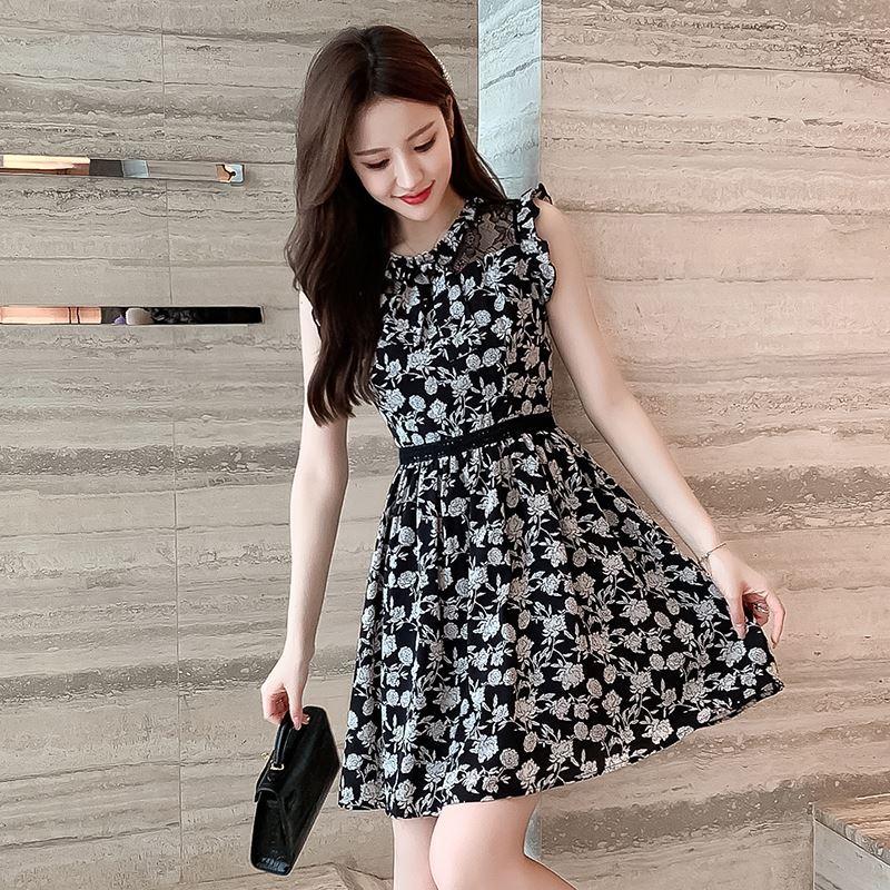小个子无袖碎花连衣裙女2021年夏季仙女裙短款修身显瘦气质小黑裙