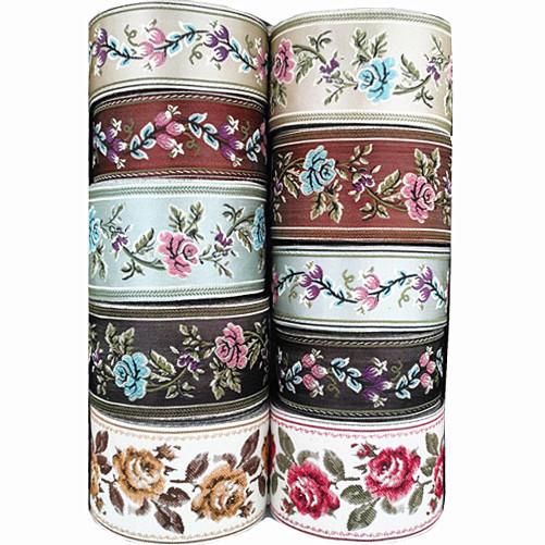 レースの補助材料手作りDIY漢服装の長襦袢のスカートの首飾りのカーテンクッションを縫い合わせて刺繍の花飾りの帯をつなぎ合わせます。