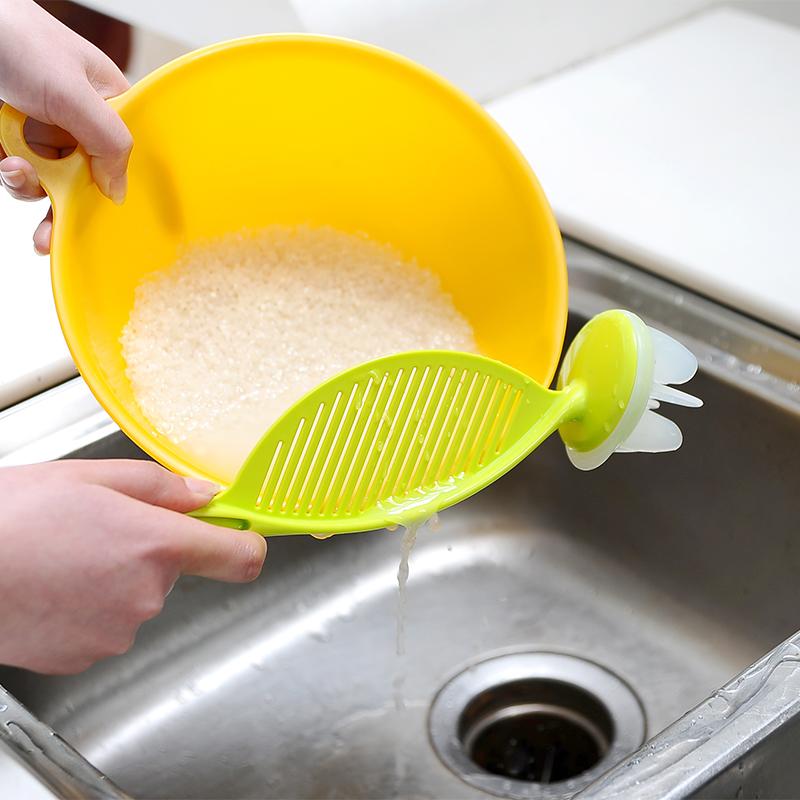Иморт из японии творческий пластик мыть метр ложка мыть метр устройство мыть метр сито размешивать палка дренажный дизайн не больно рука мыть метр сито