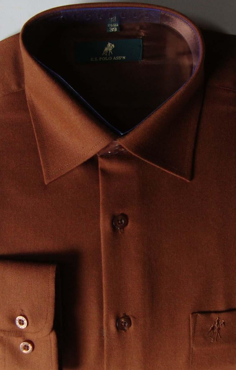 アメリカンポロ協会POLO専門売り場の逸品男性は冬の暖かいウールの長袖シャツを着ています。