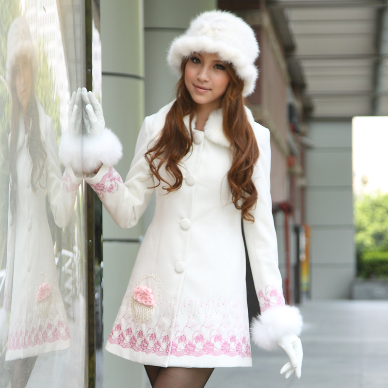 Осень/зима 2016 нового качества женщин сладкие мало дамы длинные белые вышитые Пальто кролик меховой воротник пальто