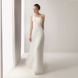 Elegant long section shoulder wedding dress oblique lace trailing Korean princess wedding dress was thin minimalist 2013