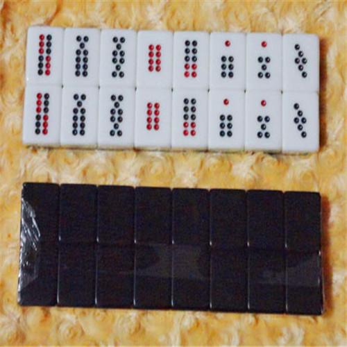 Бутик интерьер Кэледон черно-белый Пай Гоу имеет Стакан стекло прозрачный день девять домино, чтобы увидеть небольшой удар карты