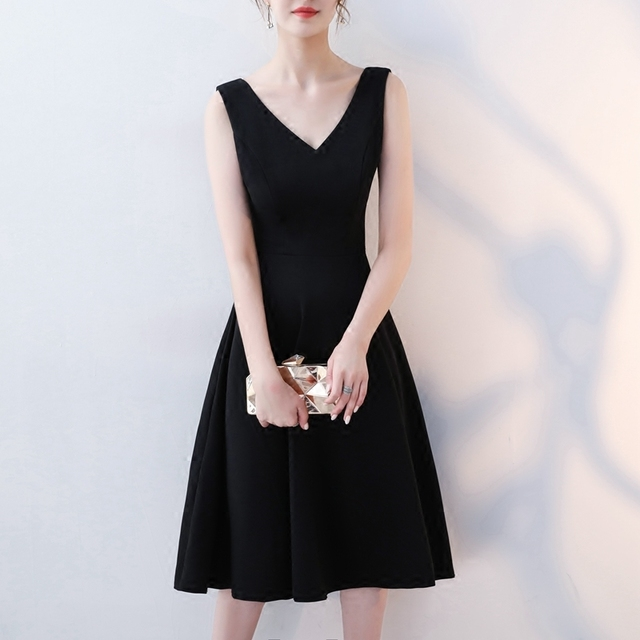2021年新款赫本风小黑裙长裙气质显瘦V领无袖黑色打底连衣裙女夏