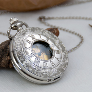 Large white steel gold pocket watch necklace retro Roman numerals surface Korean sweater hanging chain fashion fashion student table table