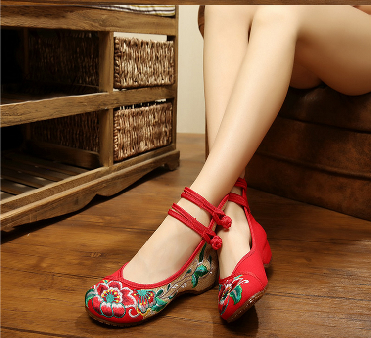 廣場舞鞋女春夏 老北京繡花鞋民族風舞蹈鞋內增高軟牛筋底單鞋