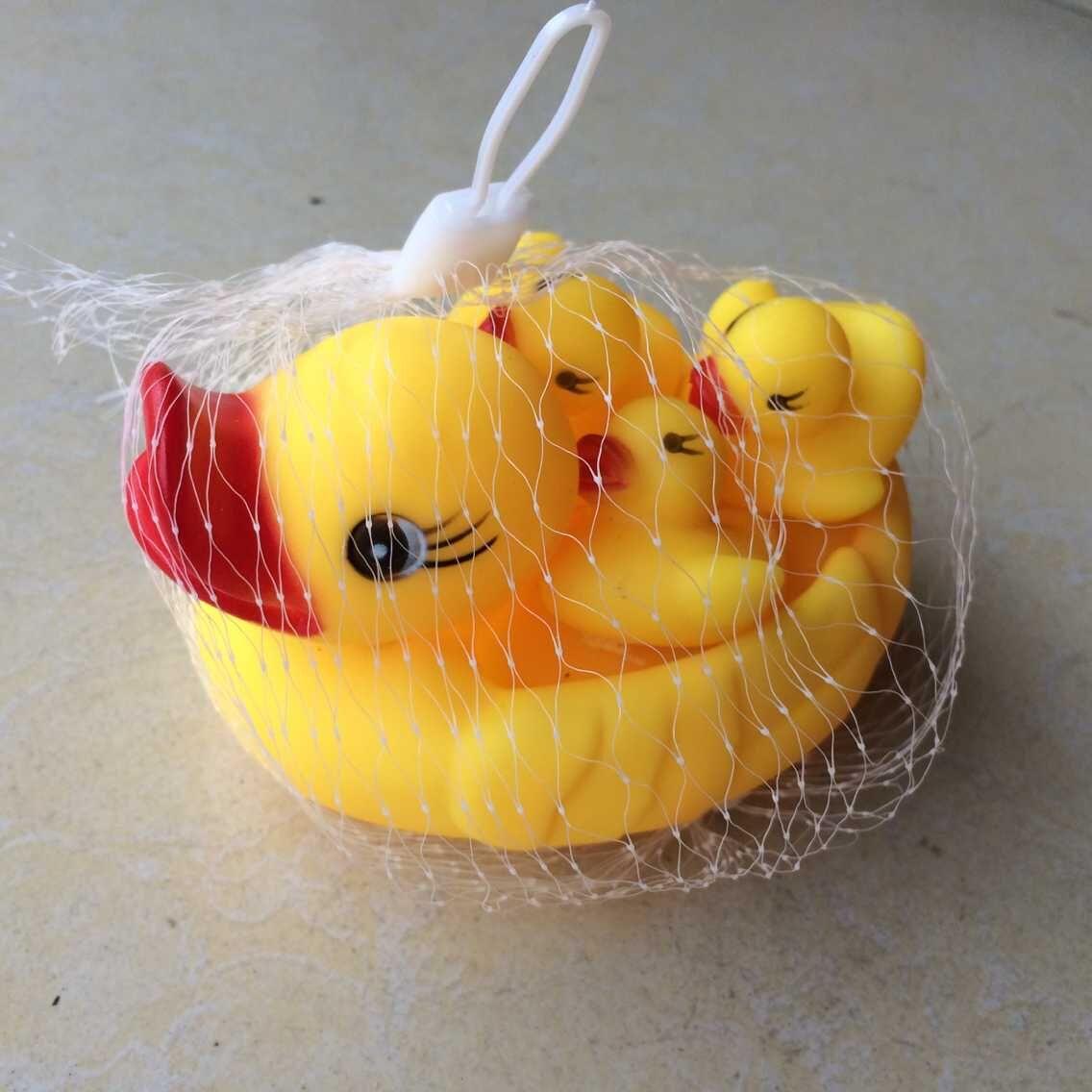 儿童洗澡小鸭子浴室玩具经典戏水会叫的母子鸭宝宝的好玩伴1大3小