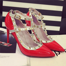 In the autumn of 2015 the European and American van sandals handsome rivet punk wind double buckles T take pointed fine with sexy high heels