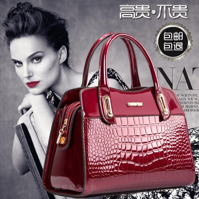 New fashion brand in spring and summer of 2021 middle aged womens bag leather bag crocodile cross legged portable womens Bag Fashion