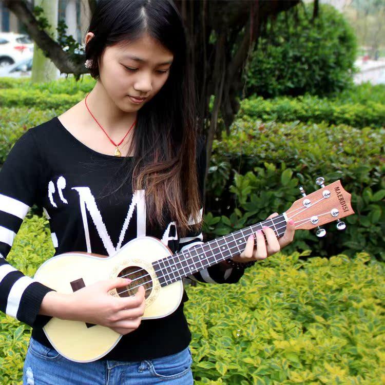 Бесплатная доставка ukulele гавайи небольшой гитара особенно керри в черный грамм корея корея 21 23 26 дюймовый отправить начинающий установите
