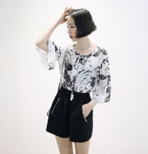 In the summer of 2015 the new ink painting flowers with scoop, ms horn sleeve T-shirt loose sleeves render unlined upper garment of summer
