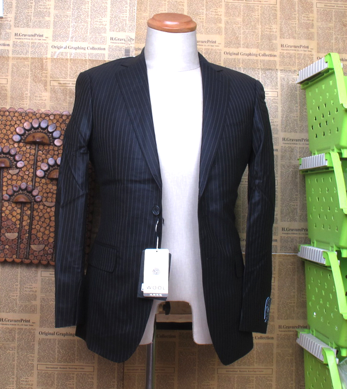 Mens Suit Black Label Series 884g smooth finish pure wool, fitted cut A09