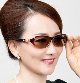 包邮正品时尚水晶女太阳镜中老年人护目眼镜养眼防疲劳石头镜天然图片