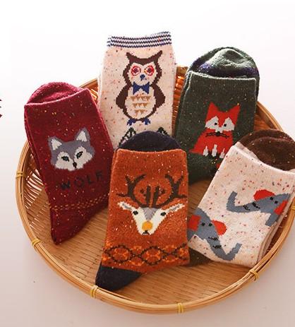 秋冬推荐 出口订单森女羊毛加厚保暖中筒袜卡通动物彩点复古女袜