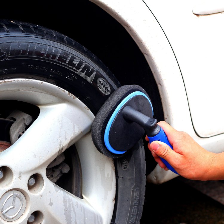 Multi functional cleaning brush for tire polish can replace sponge scrubbing, tire waxing tools and automobile supplies