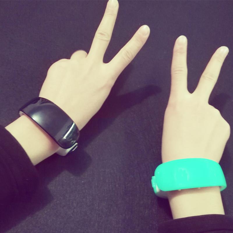 新 手表原宿海豚手鐲表男女生led觸控電子表防水