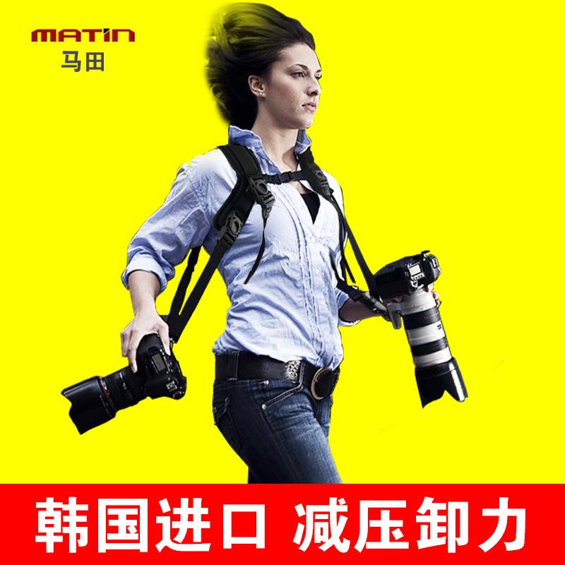 Лошадь поле зеркальные камера бретельки двухместная машина ремень быстро пистолет две руки пистолет рука декомпрессия быстро фотография быстро фотография рука