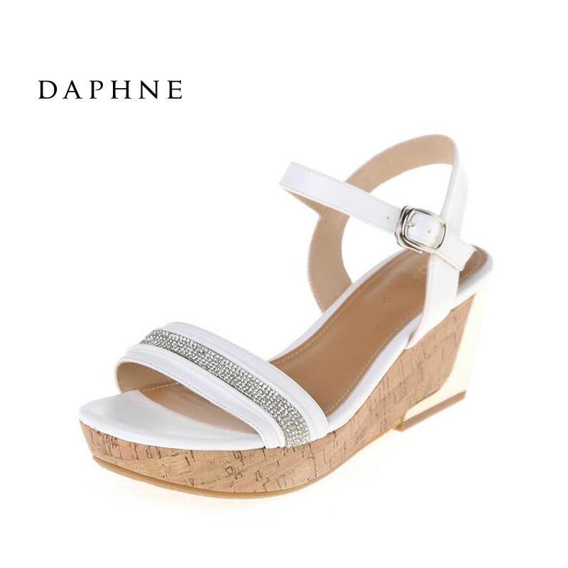 Daphne/達芙妮夏款簡約時尚一字面綴鑽 厚底坡跟涼鞋 1014303213