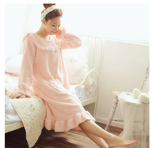 The new cute girl falbala long soft sweet heart pocket ms shu velveteen nightgown household to take