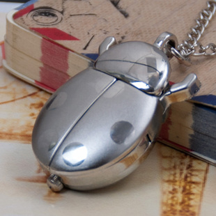 The new white steel ladybug pocket watch necklace vintage jewelry wholesale Korean sweater chain pocket watch fashion fashion watch