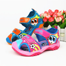 In the summer of 2015 the new The boy sandals flip-flops Girls sandals with flash Children's shoes on sale bag mail cartoon model