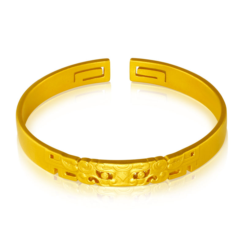 Top love gold bracelet with solid opening