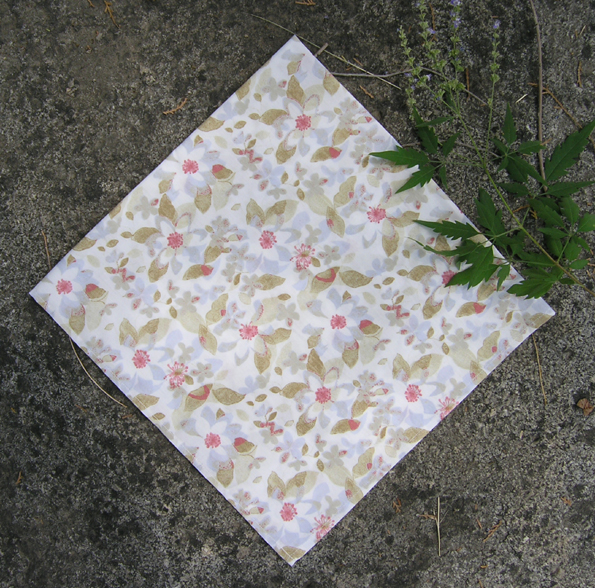 Japanese style rice gray apricot flower, cotton small square scarf, small scarf, outdoor hair band bandage. Full package