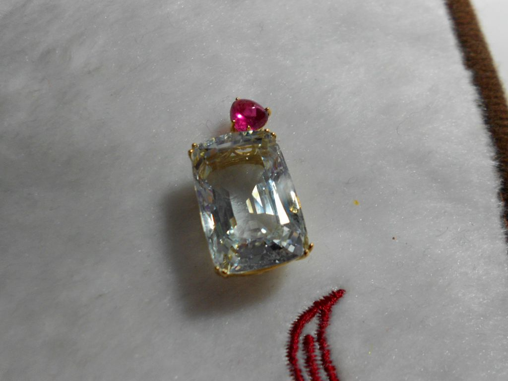Special sale: natural 18 carat natural Aquamarine tourmaline 18K gold inlaid pendant, with certificate