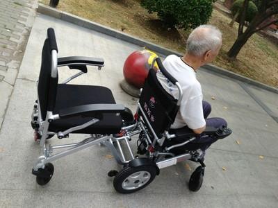 实话实说迈乐步A08L电动轮椅车怎么样?迈乐步A08L灵活方便吗?