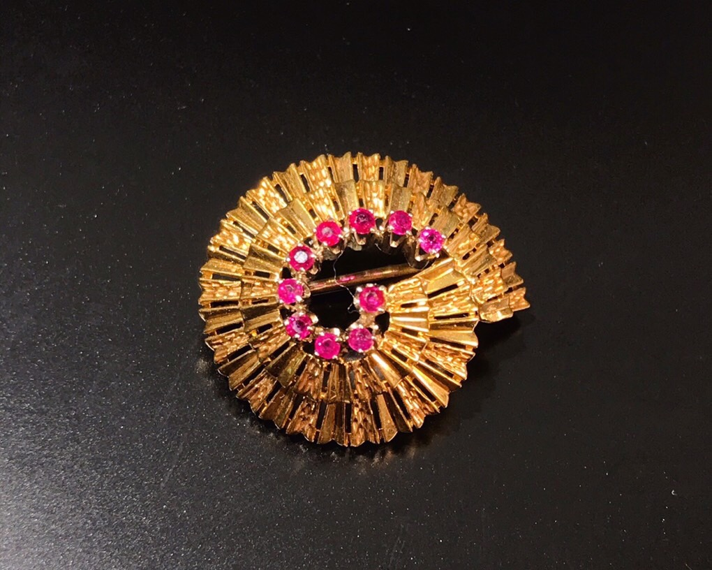 40s 18K Gold Antique Ruby small Brooch conch, exquisite and lovely, metalworking in place