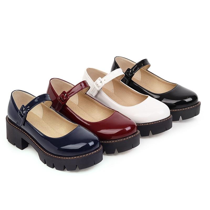 2021春の靴の厚い底のビスケットの1つの帯の浅い口の丸い頭のlolita Lolita女靴の役は演じます。