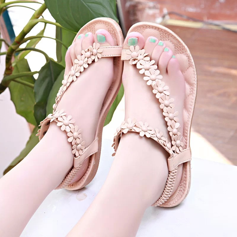 Ethnic style 2019 new Bohemian sandals womens summer flat bottom beach shoes Beaded comfortable flat heel pregnant womens shoes
