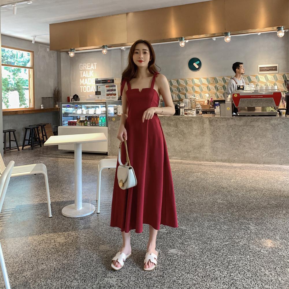 平口红色吊带连衣裙女装春装洋气配西装外套夏赫本性感气质小个子