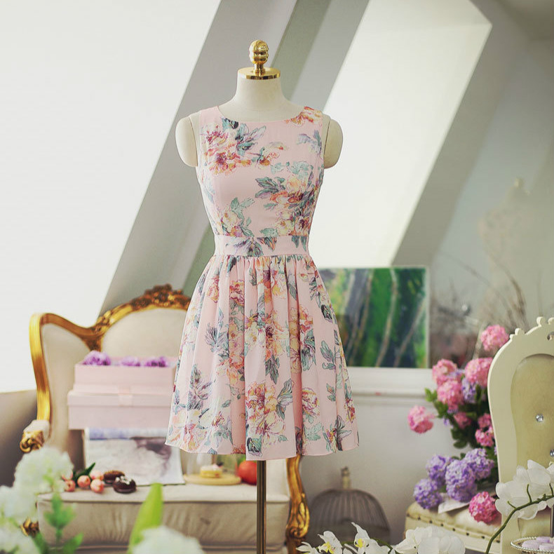 Summer vacation beach in 2019 with waist back flower print lace up beach bow sleeveless dress