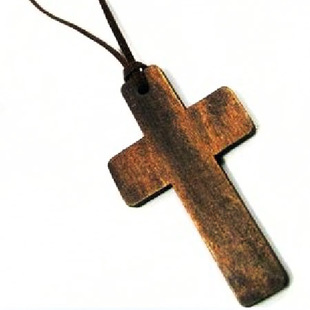 nkeh49 特价商品 木质 皮绳大十字架项链 毛衣链cross necklace25