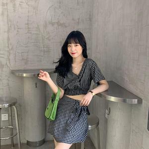 芝士兔自制 20早春韩版复古v领短款衬衫百搭系带短裙半身裙套装女
