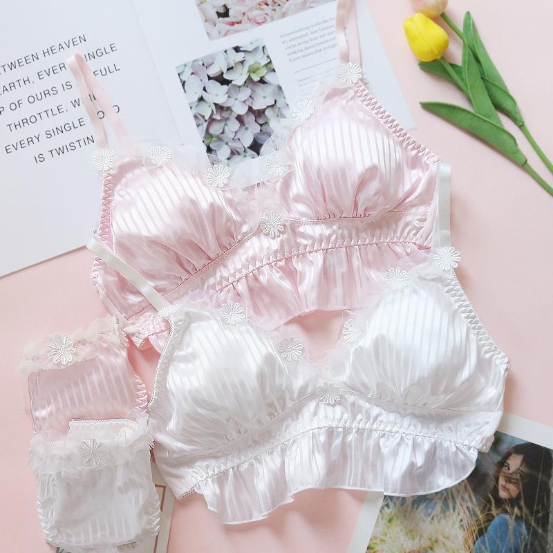 可爱内衣套装  日系文胸套装甜美荷叶边蕾丝刺绣花朵少女内衣套装
