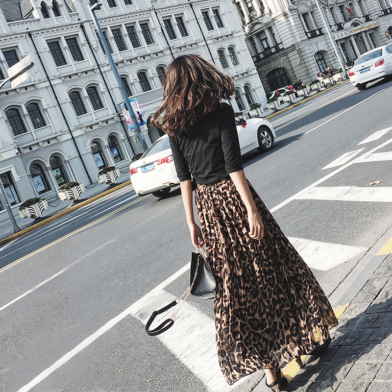 Spring and summer pleated silk chiffon leopard print floral skirt with large swing shows thin high waist elegant medium length Leopard Print Skirt