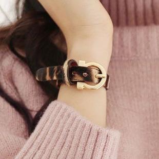 皮革豹纹毛毛手链女个性韩国饰品针扣手镯网红潮人设计感朋克手环